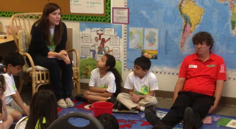 Illustration for article titled Golfer Jason Dufner Appears To Be Having A Lot Of Fun Visiting These Kids In Dallas
