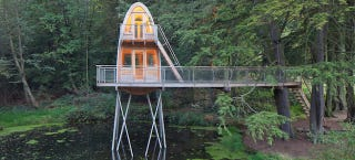 Illustration for article titled I Want to Spend All Weekend in This Treehouse Perched Over a Pond