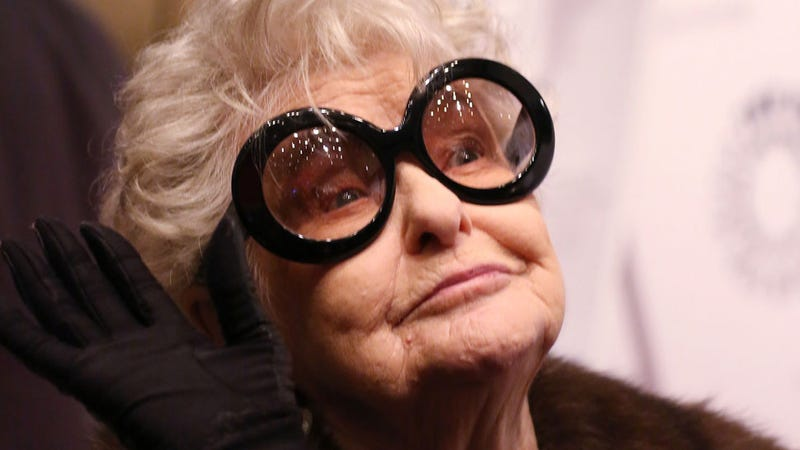 Illustration for article titled Elaine Stritch, Salty Broad of Broadway, Is Dead at 89