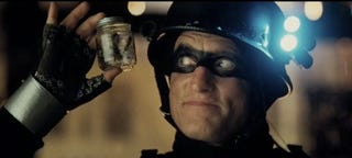 Illustration for article titled Woody Harrelson One-Ups The Dark Knight With A Jar Of Wasps