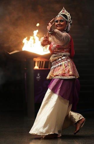 Illustration for article titled Gorgeously Bejeweled Dancer Fans Flames