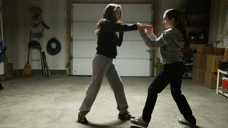 Keri Russell (left), Holly Taylor (Photo: Patrick Harbron/FX)