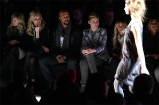 Illustration for article titled Kate Bosworth, Nicole Richie Sit With The Common-ers Near Catwalk