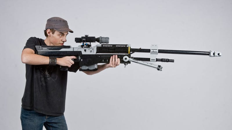 Illustration for article titled Some Guy Built a 1:1 Replica Halo Sniper Rifle (Out of LEGO)