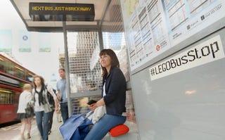 Illustration for article titled Londres tiene una parada de autobús construida solo con Lego