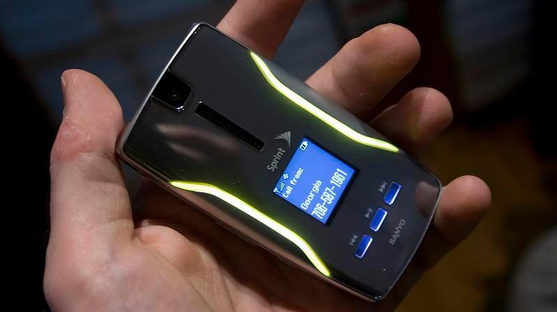 Sprint's New Flip Phones: Sanyo Katana Eclipse and Motorola