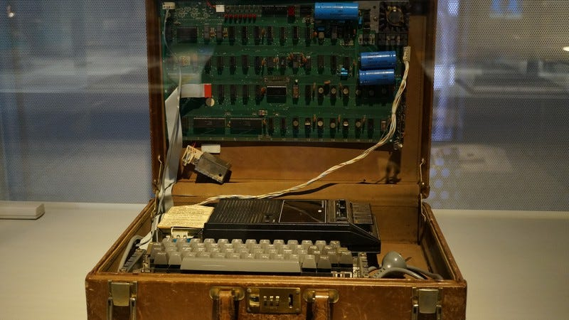 Apple 1 computer (Image by: Wikimedia Commons)