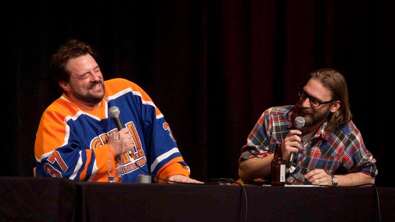 Illustration for article titled Kevin Smith and Scott Mosier debate in-flight porn on SModcast