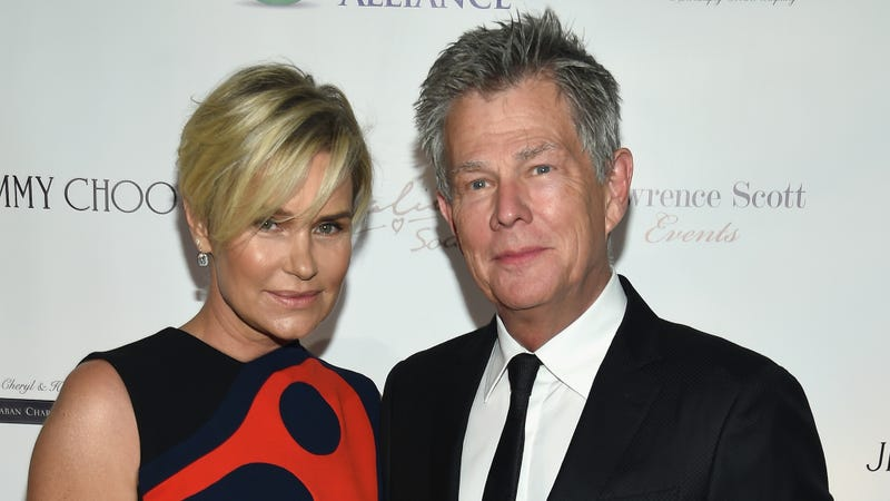 Illustration for article titled Yolanda and David Foster's Marriage Is Falling Apart in Front of Our Eyes
