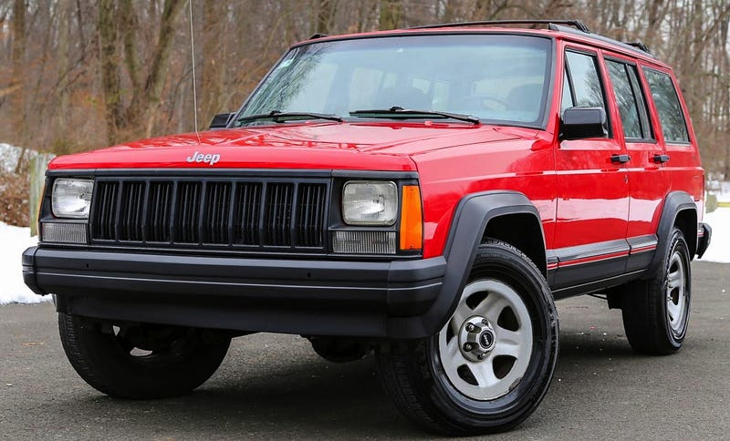 Illustration for article titled For $9,950, Could This 1996 Jeep Cherokee Have You Crossing Over?