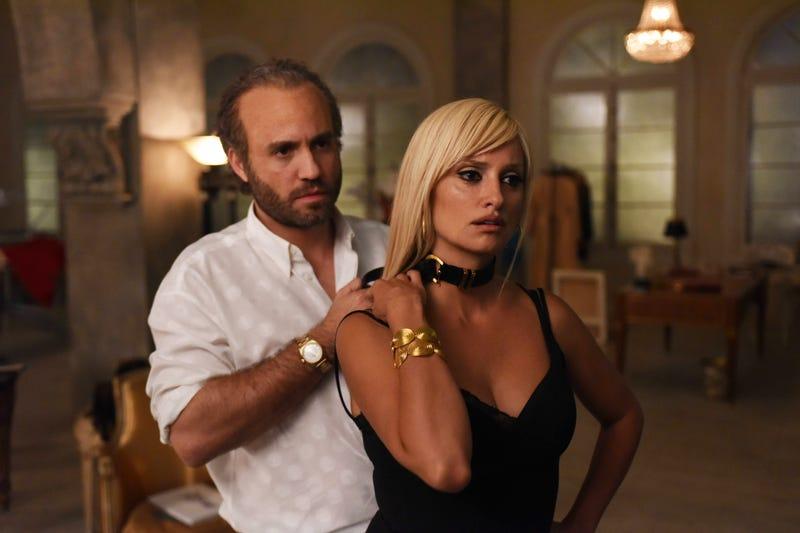 Edgar Ramirez as Gianni Versace, Penelope Cruz as Donatella Versace.
