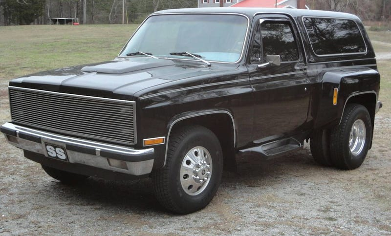 Illustration for article titled For $15,500, Could This 1982 Chevy Blazer Dually Be Your New Favorite Little Tow?