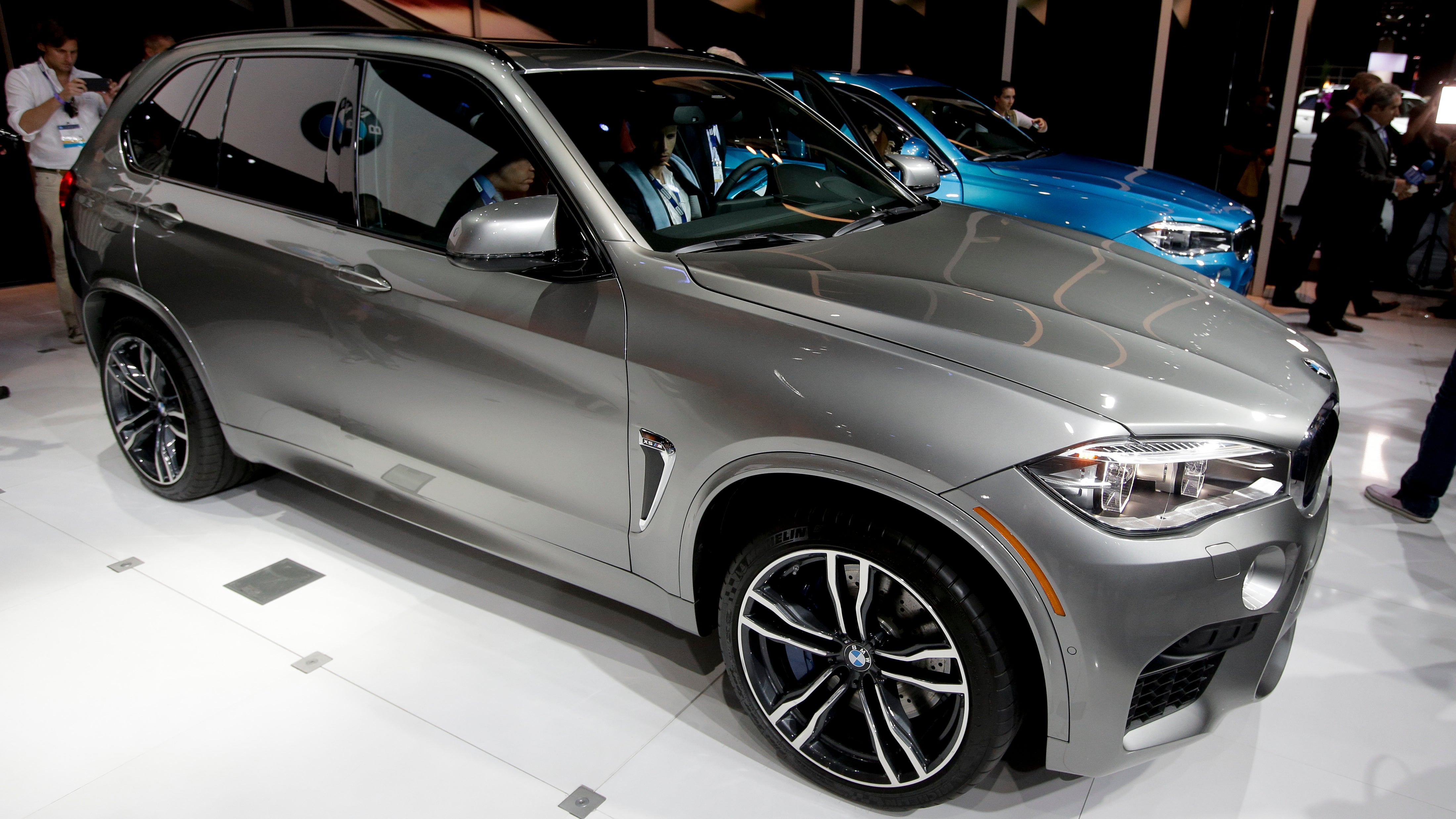 Photo Chris Carlson (AP) & Software Engineer Claims BMW Automatic Door Chopped Off His Thumb