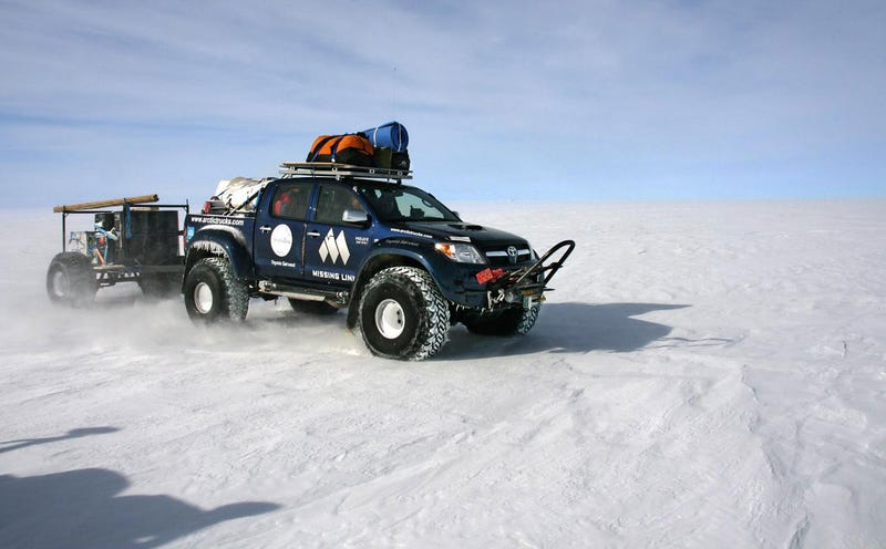Illustration for article titled Toyota Hiluxes Reach The South Pole