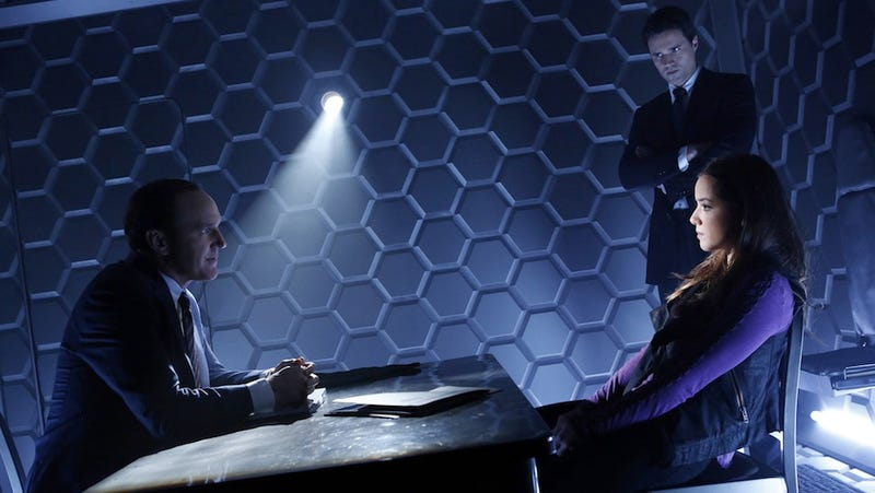 Illustration for article titled A bigger, better look at Agents of SHIELD with tons of new footage