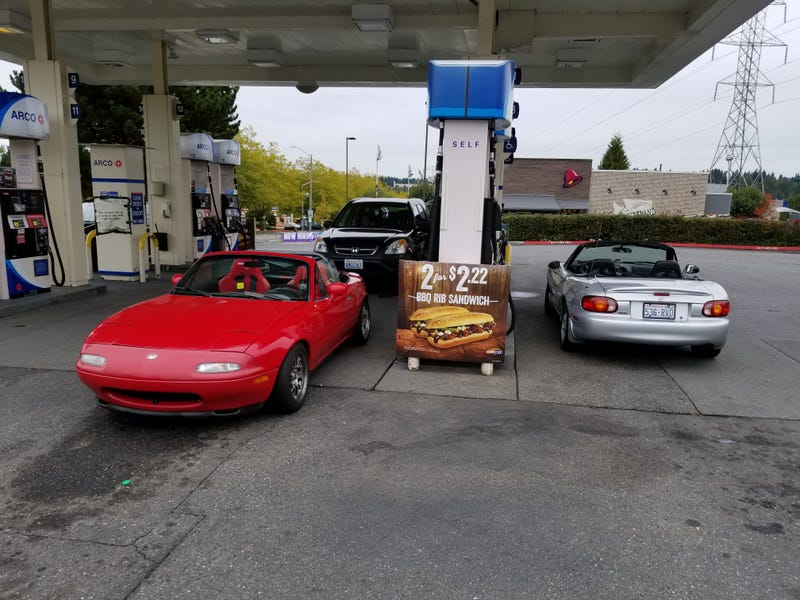 Illustration for article titled NB Miatas look amazing in silver