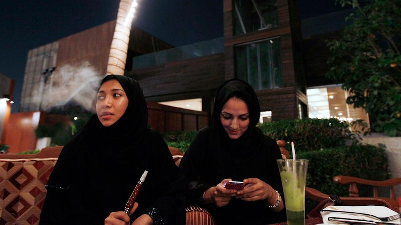 Illustration for article titled Restaurants in Saudi Arabia Are Illegally Banning Single Women