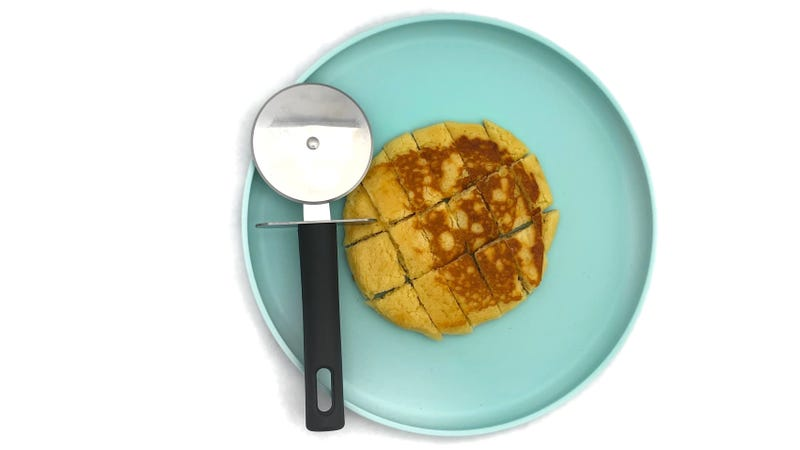 Illustration for article titled Cut Your Toddlers' Food With a Pizza Cutter