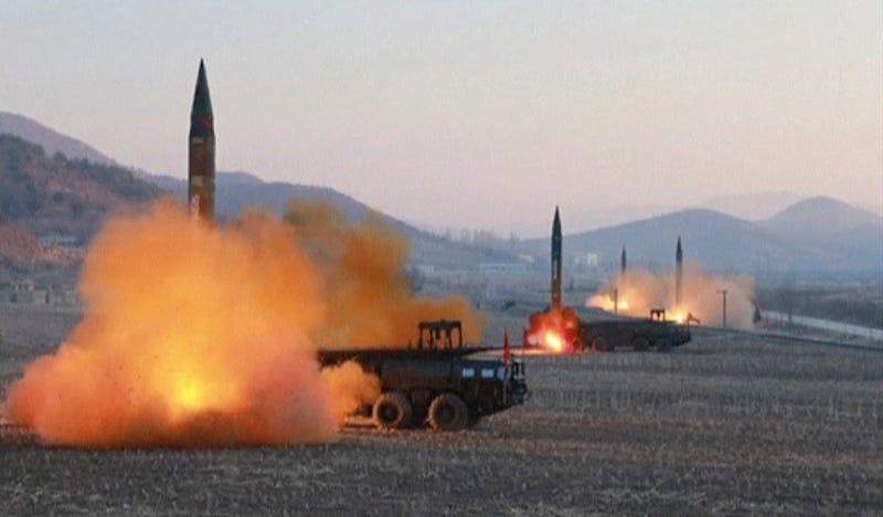 Lanzamiento de cuatro misiles desde Corea del Norte a comienzos de marzo. Foto: AP Images