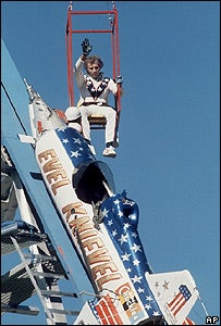 Illustration for article titled The Nine Lives of Evel Knievel, the Superstar Who Wanted to Jump the Grand Canyon