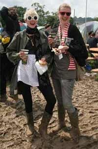 Illustration for article titled Glastonbury Blows Bonnaroo Out The (Admittedly Muddy) Music Festival Fashion Water