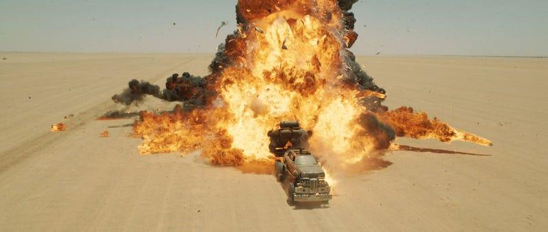 Illustration for article titled El antes y el después en los efectos especiales  de Mad Max: Fury Road