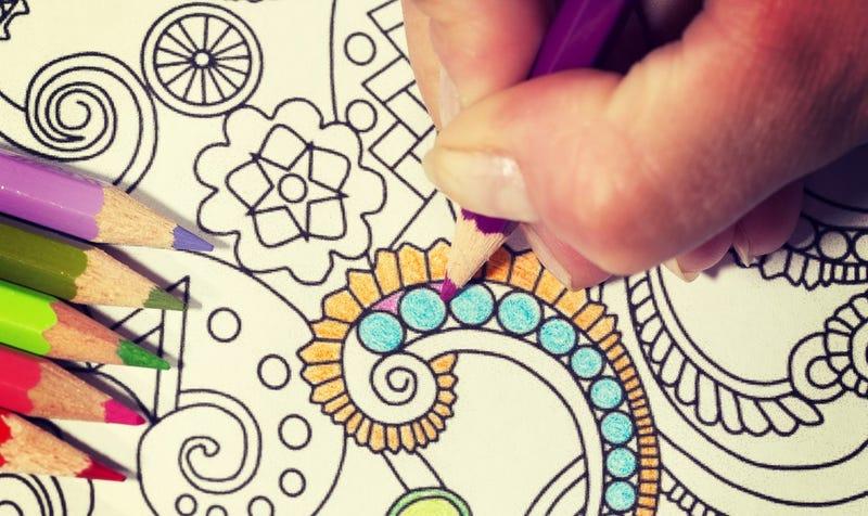 Los libros de colorear para adultos se han vuelto tan populares que hay escasez de lápices