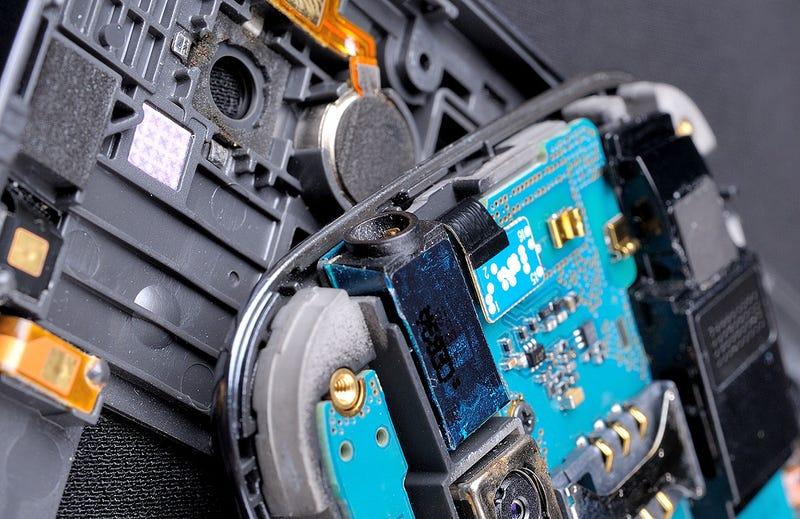 Illustration for article titled Los metales de nuestros móviles no solo son raros, son irreemplazables