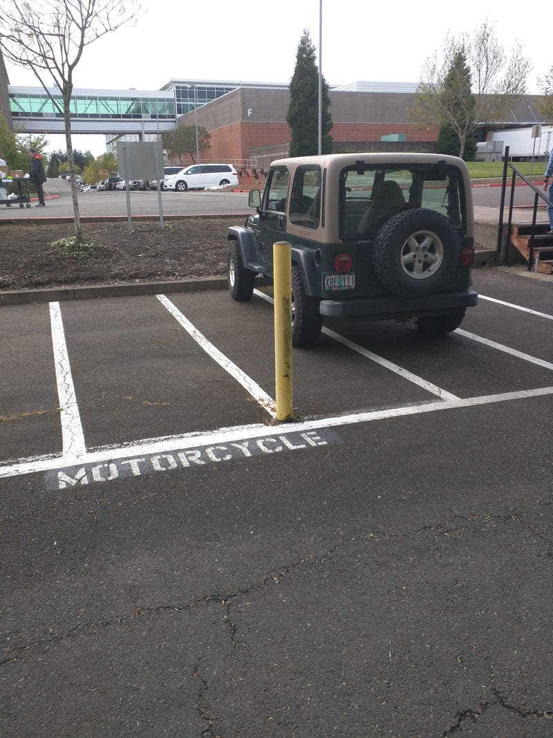 Illustration for article titled Today's douche-bag parking award goes to...