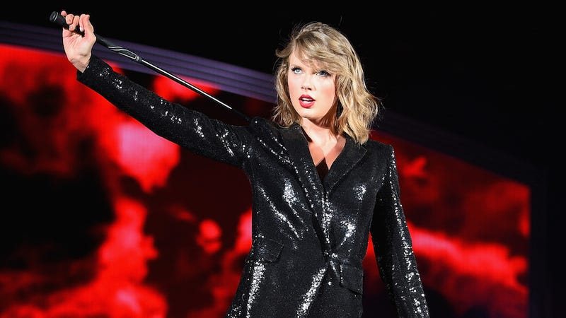 Illustration for article titled Lawsuit Requests All of Taylor Swift's Titty Pics Post Haste