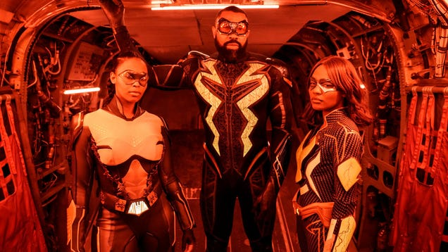 Black Lightning Has Been Slowly But Surely Putting Together DC s Outsiders