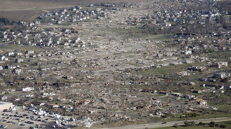 Illustration for article titled Aerial photos reveal the destructive path of the Midwest tornado