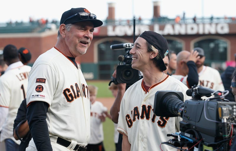 Illustration for article titled Bruce Bochy's Retirement Ceremony Was—Holy Shit, It's Tim Lincecum!