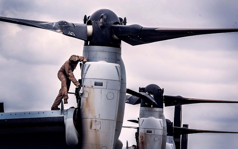 Illustration for article titled Even cleaning the V-22 Osprey looks cool