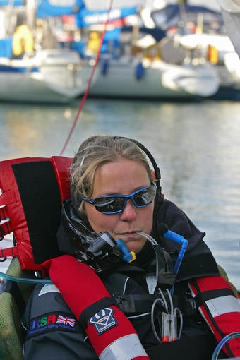 Illustration for article titled Quadriplegic Woman Completes Solo Sail Around Britain