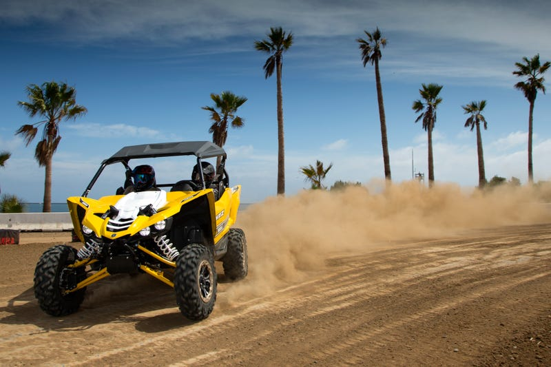 yamaha 39 s new yxz1000r sport side by side is the thing dreams are made of. Black Bedroom Furniture Sets. Home Design Ideas