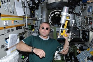 Illustration for article titled Russian Cosmonaut Gets Anti-Matter Ray Gun Onboard ISS
