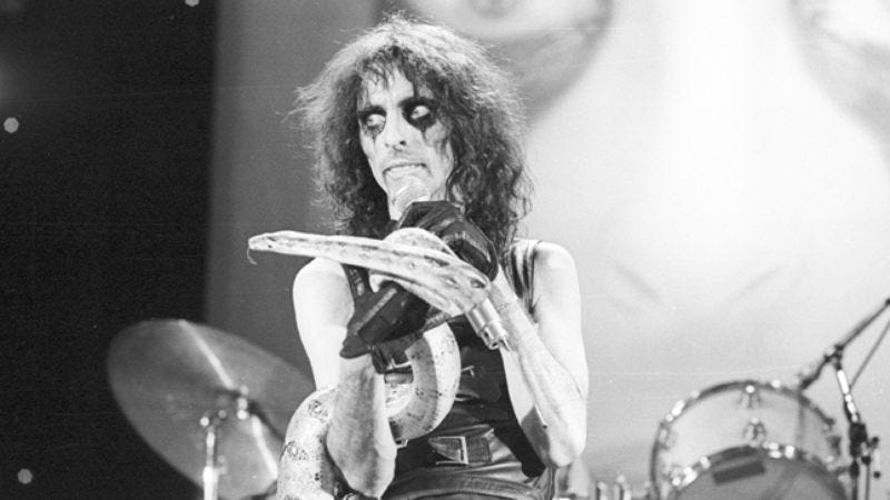 Illustration for article titled Where to start with vaudeville-metal pioneer Alice Cooper