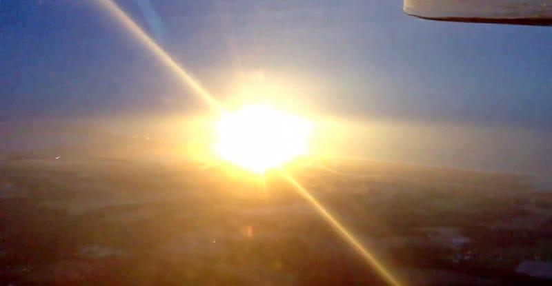 Illustration for article titled La explosión del cohete Antares vista desde el aire