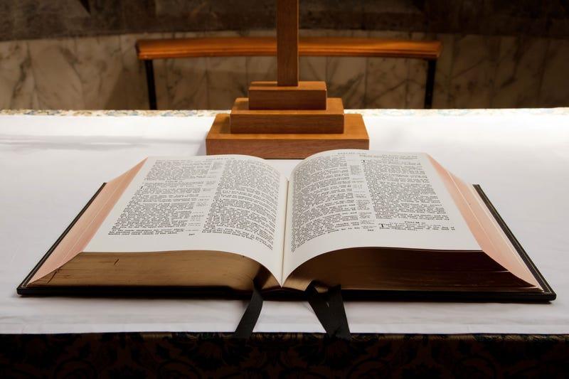 Illustration for article titled Por qué la mayoría de las Biblias se imprimen a dos columnas en cada página