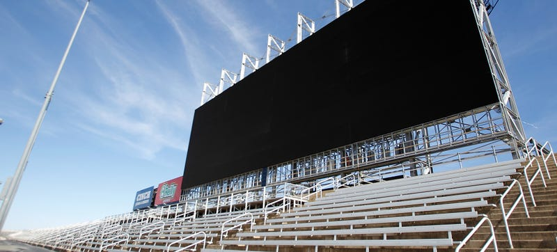 Illustration for article titled World's Largest HDTV Opens At Texas Motor Speedway, Could Fit 9 Alamos