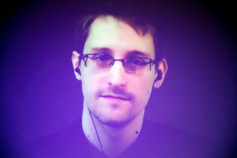 La nueva app de Edward Snowden convierte tu viejo móvil en un sistema de vigilancia para proteger tus datos