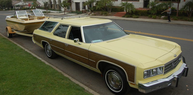 Illustration for article titled For $34,800, This 1976 Chevy Caprice Estate Comes With A Boat