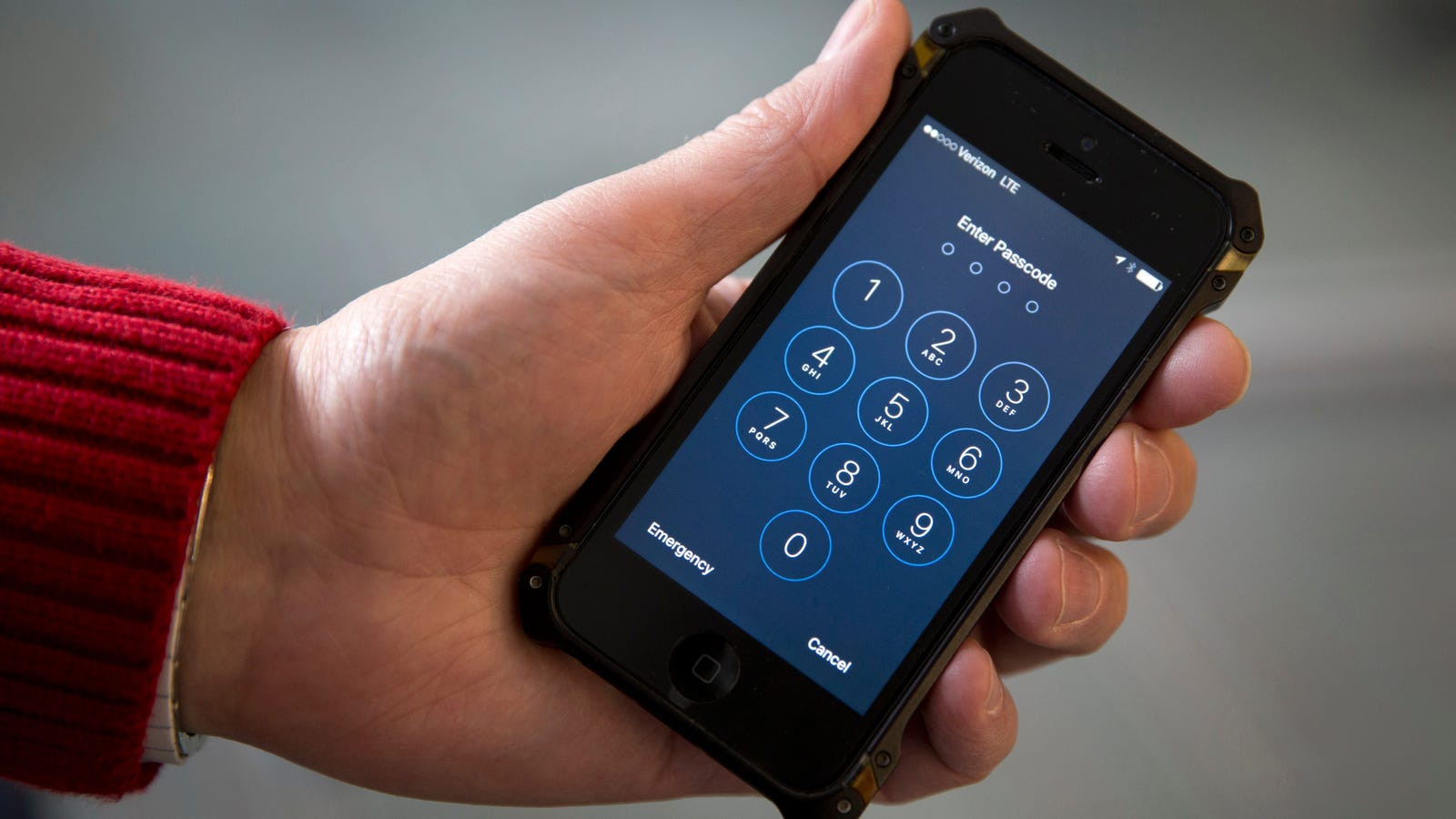 photo image iPhone Hackers May Already Have a Workaround for Cops to Crack Apple's Newest Security Feature