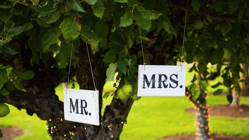 Illustration for article titled Stodgy Wedding Vendors Won't Include Women's First Names on Invites