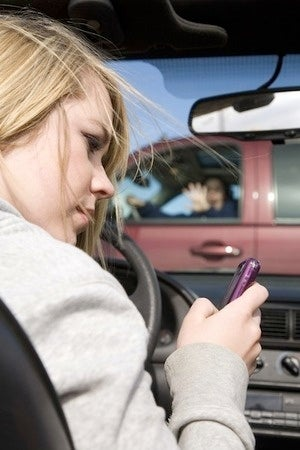 Illustration for article titled Texting And Driving May Not Lead To More Crashes