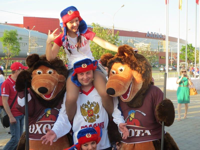 Illustration for article titled Szomorú, szürke, rosszul öltözött emberek hada búslakodik Minszkben