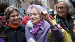 Illustration for article titled 87-Year-Old Woman Tries But Fails To Get Arrested At Occupy Wall Street