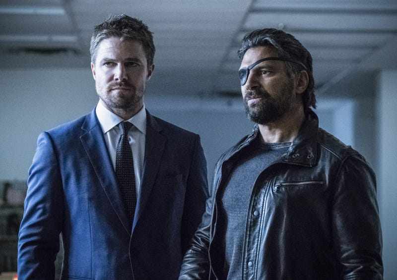 Stephen Amell, Manu Bennett (Photo: Cate Cameron/The CW)