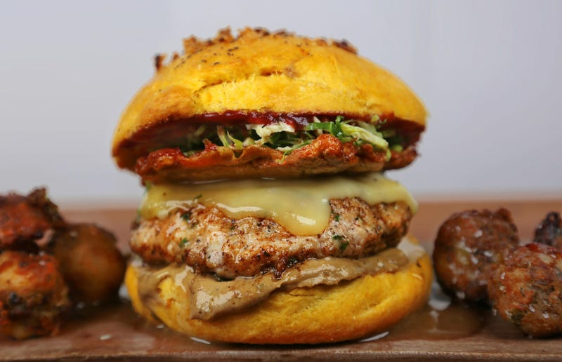 Illustration for article titled A whole Thanksgiving feast condensed in this gorgeous burger